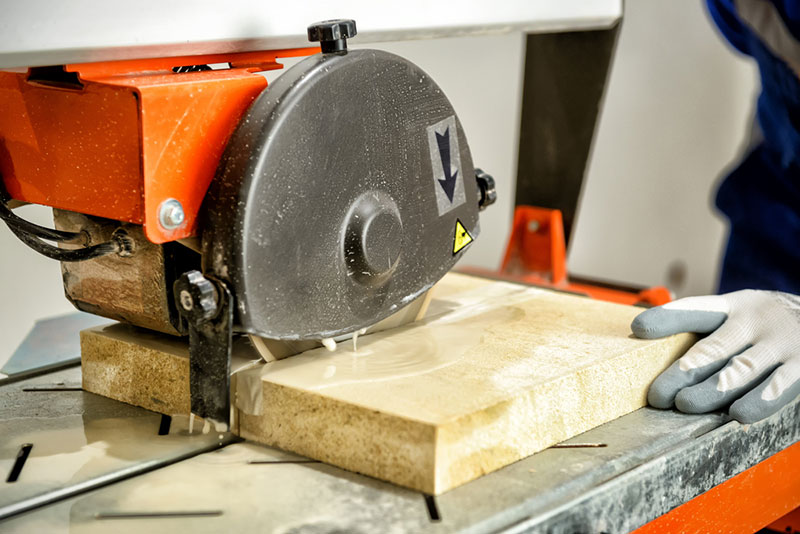 Using Wet Tile Saw