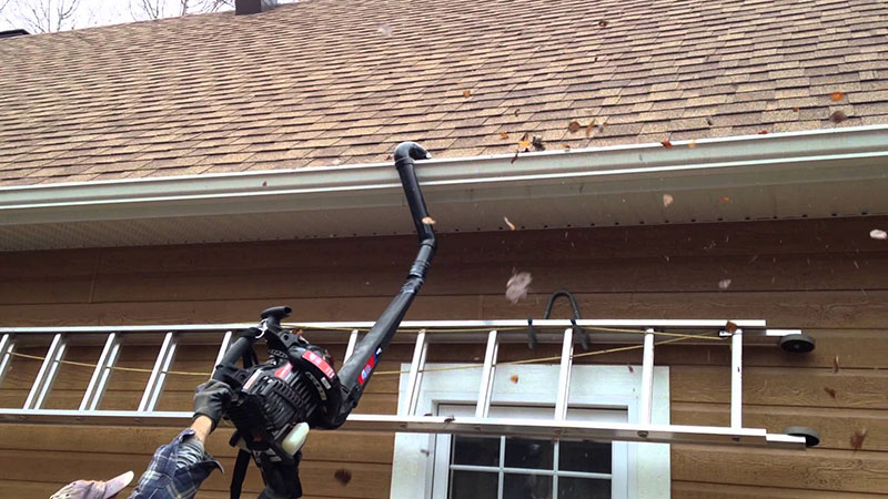Cleaning Gutter with Leaf Blower